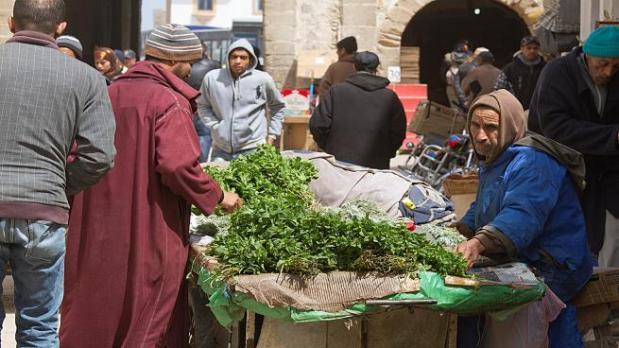 """لتفادي تسويق النعناع """"الملوث"""".. إجراءات جديدة في سوق الخضر والفواكه في كازا"""