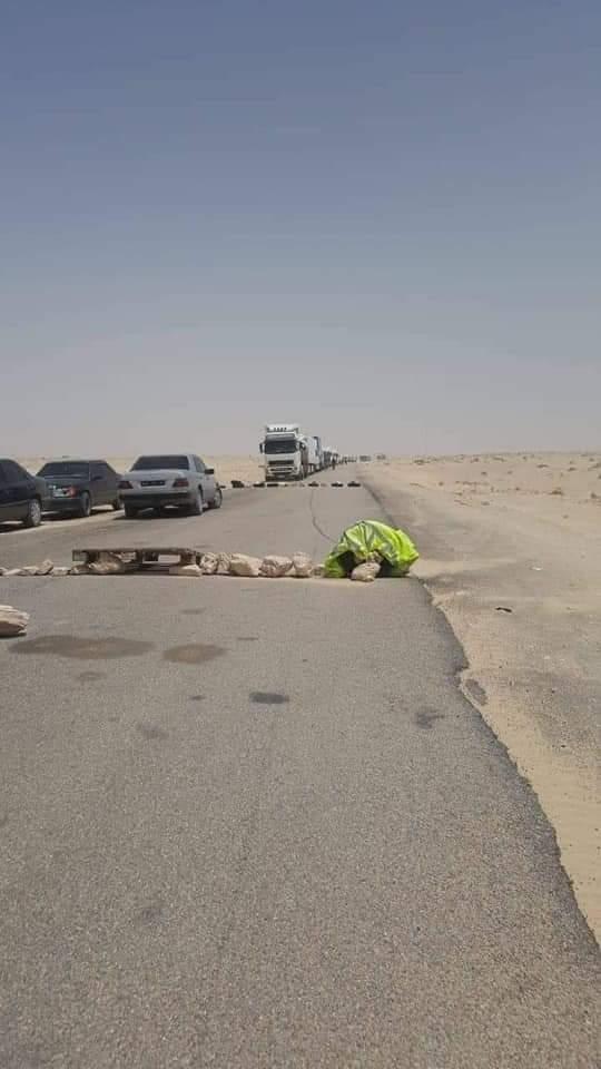وضعوا متاريس ونصبوا الخيام.. انفصاليون يقطعون الطريق أمام 200 شاحنة في معبر الكركرات (صور)