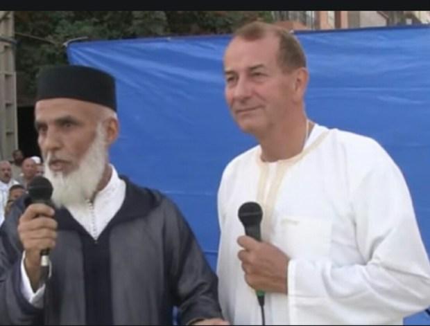 يوم العيد في سلا.. بريطاني وفرنسية يعلنان إسلامهما (فيديو)