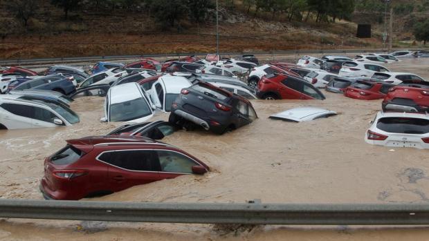 فيضانات إسبانيا.. ارتفاع حصيلة الوفيات والسلطات تجلي السكان
