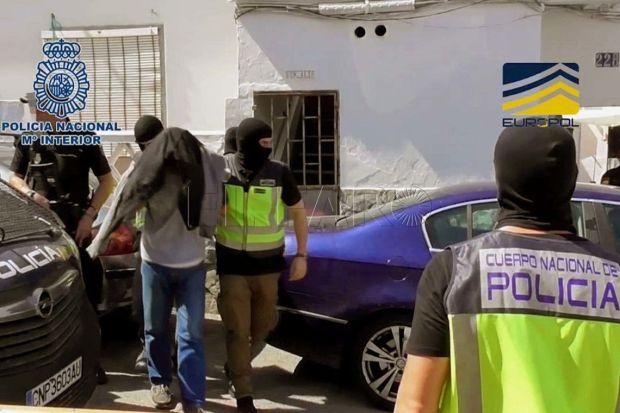 كان يلج مواقع الدردشة الخاصة بالتنظيم وينشر صور البغدادي.. اعتقال مهاجر مغربي في إسبانيا له علاقة بداعش