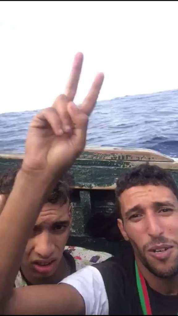لاح الميداليات ديالو فالبحر.. بطل مغربي يختار قوارب الموت (صور وفيديو)