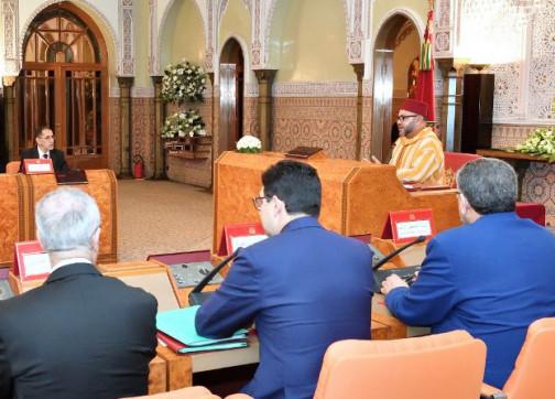 بحضور الوجوه الجديدة.. الملك يترأس مجلسا للوزراء