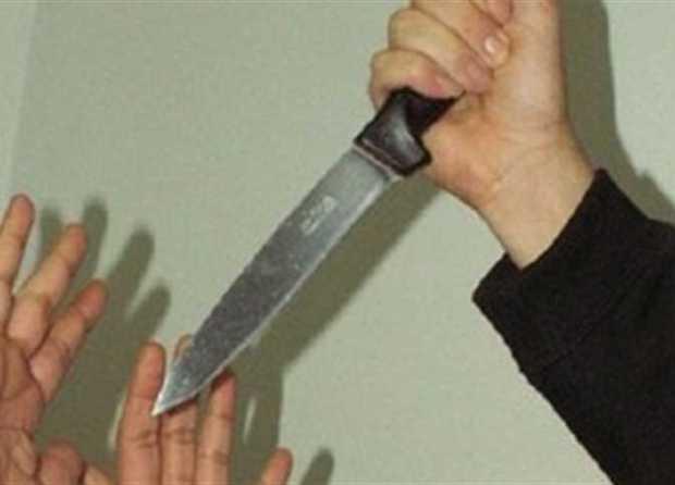 أمام أنظار أطفالهما.. رجل يذبح زوجته في أسفي