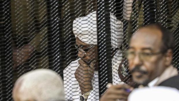 مع مصادرة أمواله.. محكمة سودانية تحبس الرئيس البشير لعامين في مؤسسة إصلاحية