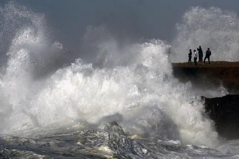 أمواج خطيرة يصل ارتفاعها إلى 6 أمتار.. ميني تسونامي على السواحل الأطلسية ابتداء من بعد غد الاثنين