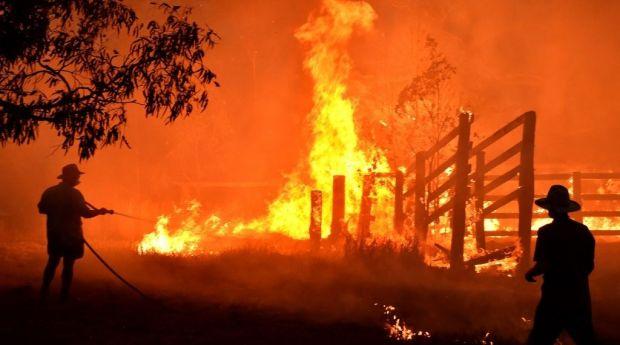 السلطات تحث ربع مليون شخص على ترك منازلهم.. موجة حر جديدة تفاقم الكارثة في إستراليا