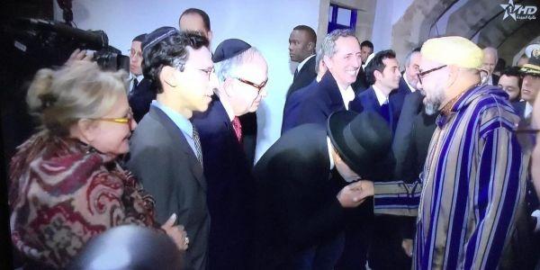 """بمناسبة زيارته ل""""بيت الذاكرة"""".. الملك يقيم مأدبة عشاء على شرف أعضاء الطائفة اليهودية المغربية وعدد من الشخصيات"""