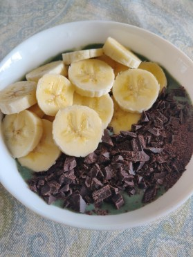 nutritious breakfast smoothie bowl