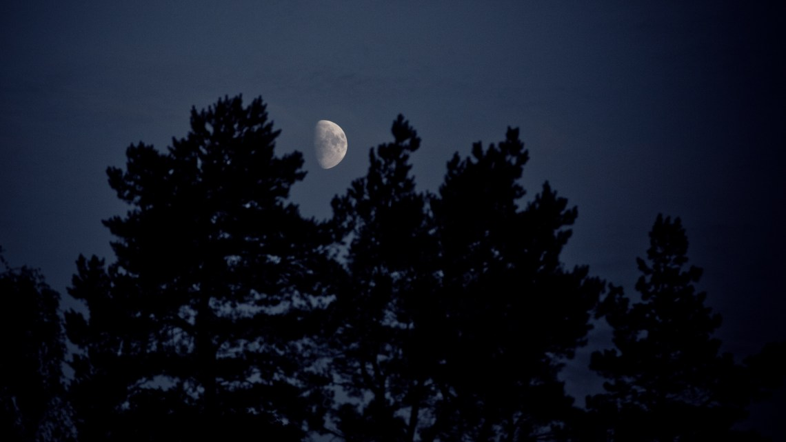 The moon wathing over Arendal