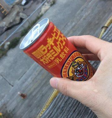 ラッキーピエロ_函館金森赤レンガ倉庫前_大好きミルクコーヒー