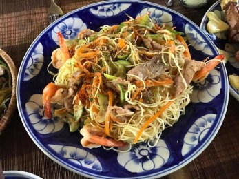 Noodles with chicken and prawn