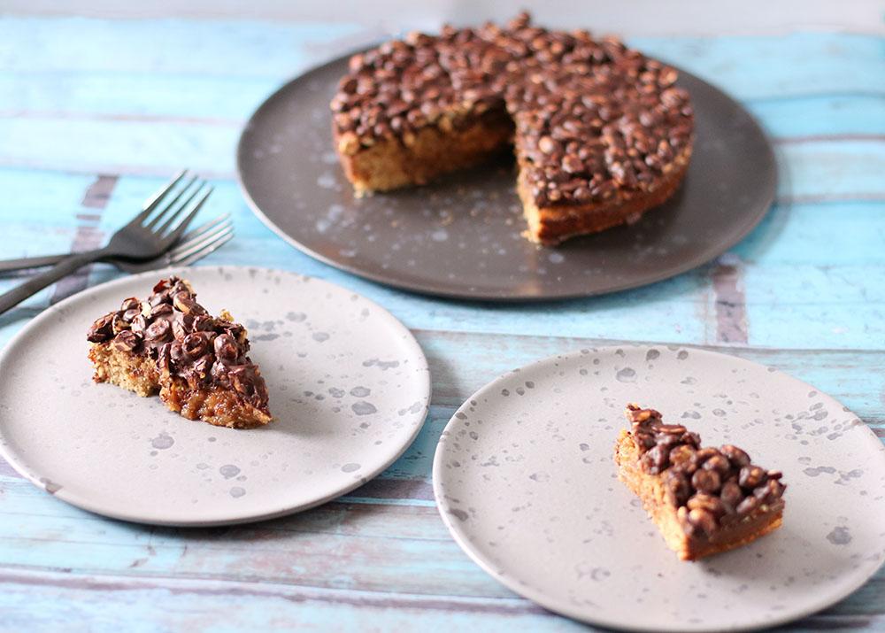 Opskrift på syndig og sund Snickerskage