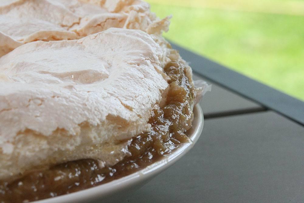 opskrift på rabarberkage med bedstefarsskæg