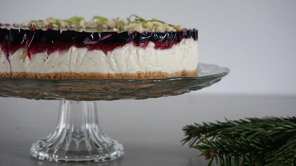Opskrift på lækker og frisk cheesecake med solbærgele