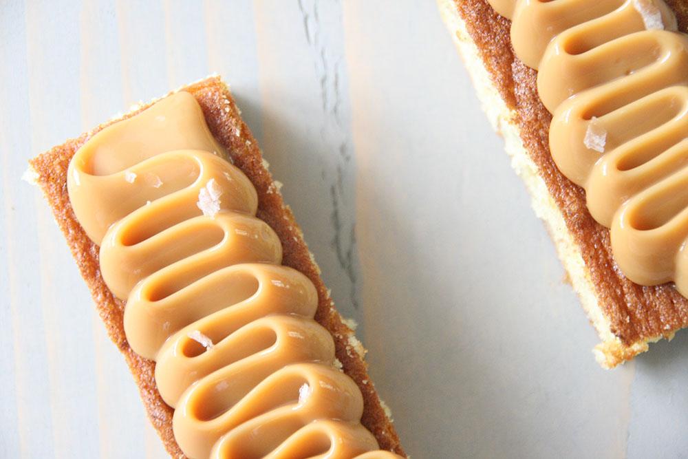Opskrift på skønne banansnitter med karamel topping