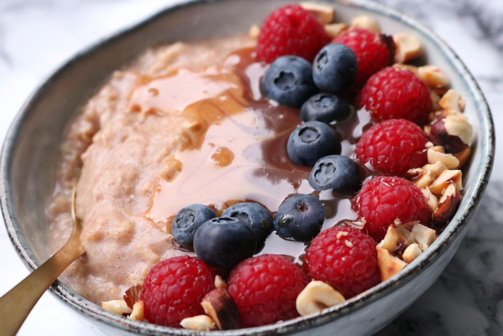 yndlings morgenmad - Sund havregrød med kanel og æggehvide