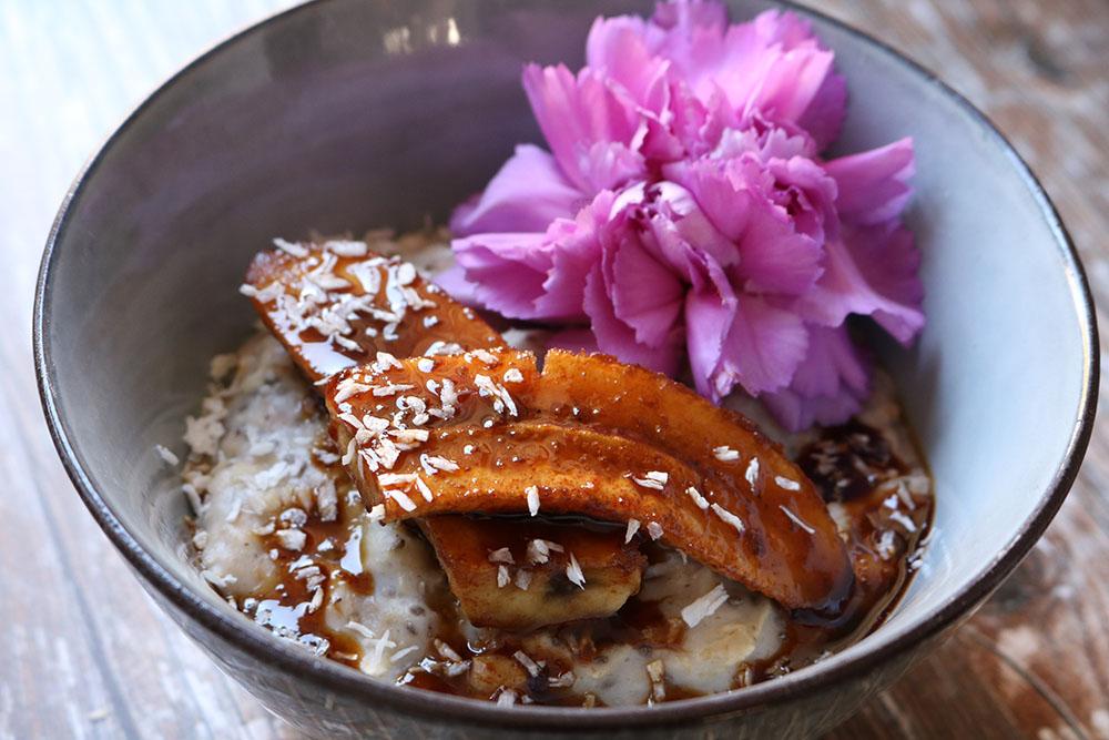 lækker opskrift på chia- havregrød med vanilje og banan