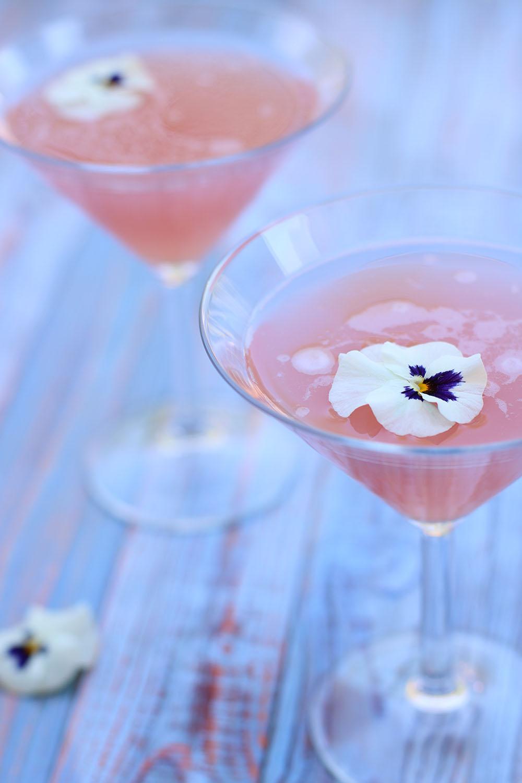Fredagscocktail - Rabarber og hyldeblomst martini