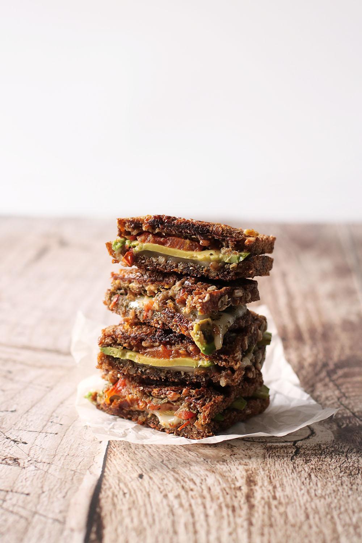 Opskrift på vegansk grillet sandwich.