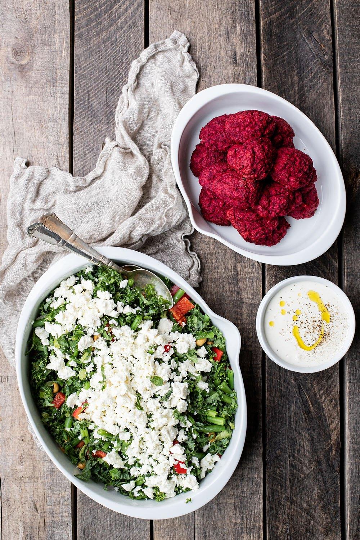 Når børnene laver mad – Opskrift på farvefine veggiedeller