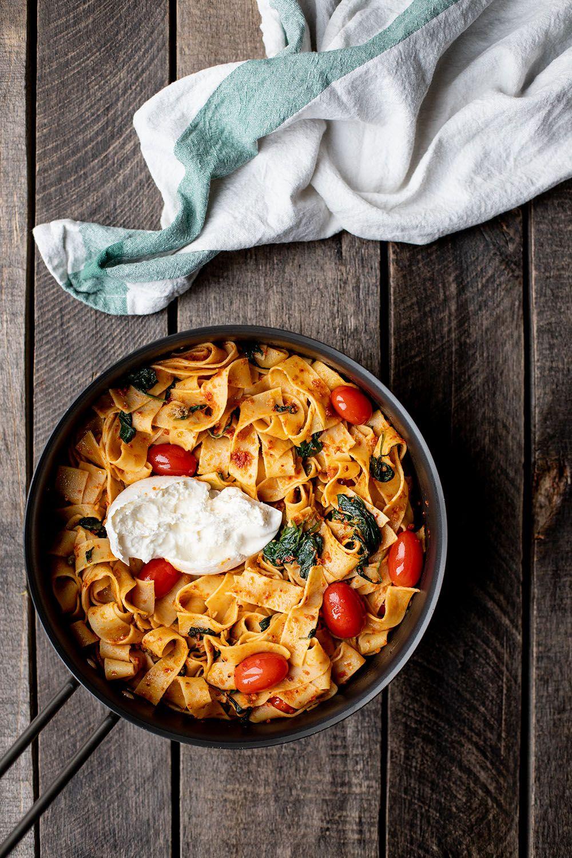 Nem aftensmad på 10 minutter - Pasta med pesto, spinat og burrata