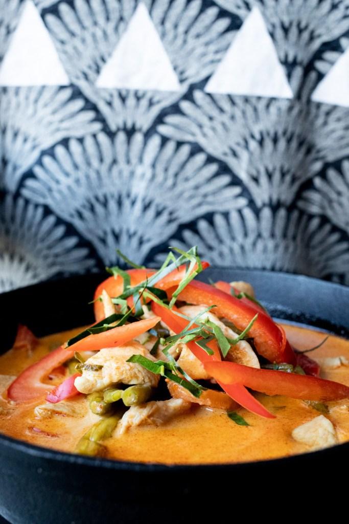 Spicy panang karry med kylling og grønt