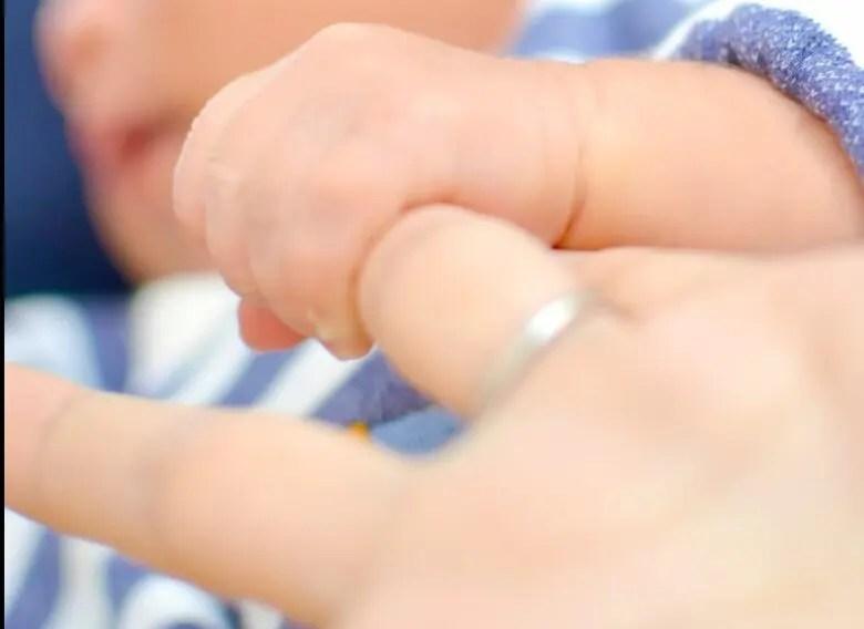 出産後の手続きがきっけ。14日以内にしなければならない出生届とは