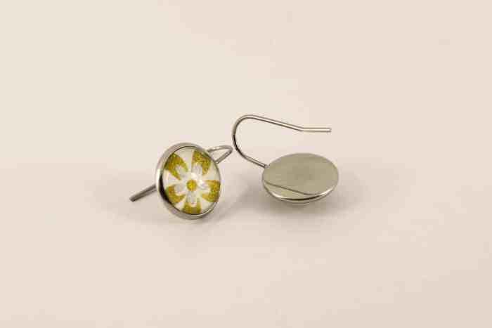 gold-flower-earrings