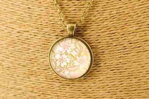 round-bronze-pink-blossom-pendant