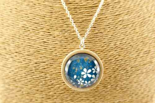 blue-whiteflower-pendant