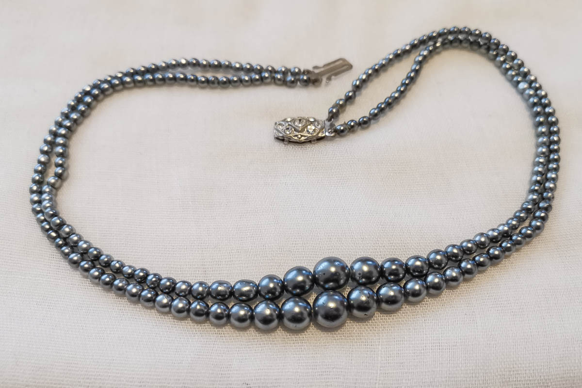 blue-pearl-necklace