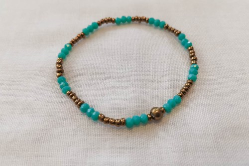 blue-bead-bracelet