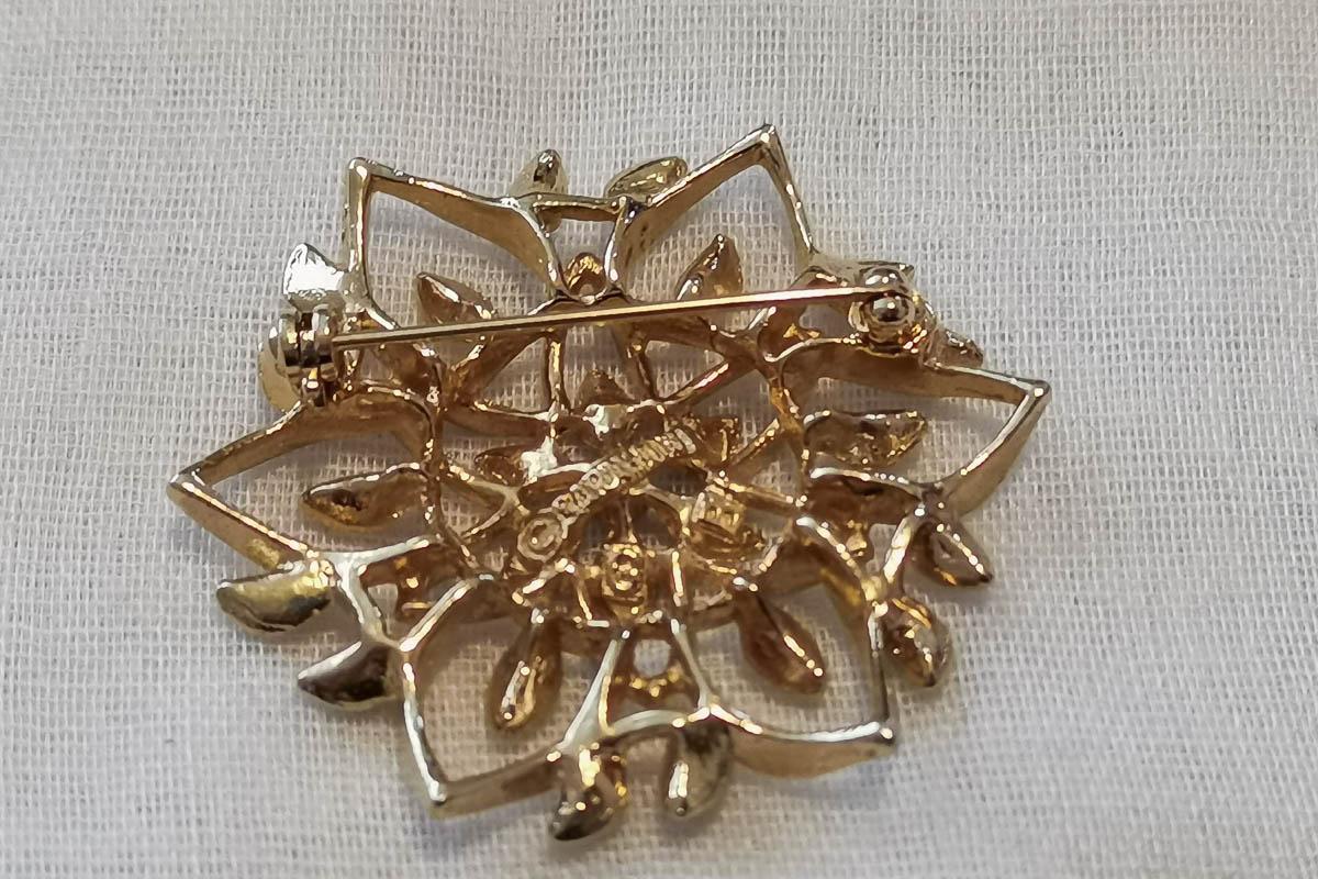 sarah-coventry-peta-lure-brooch