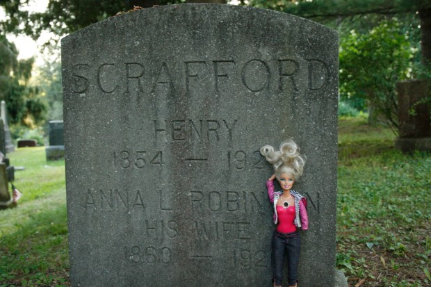 barbie_gravestone_1