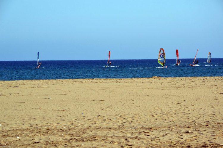 contrasti tra sabbia, mare e cielo