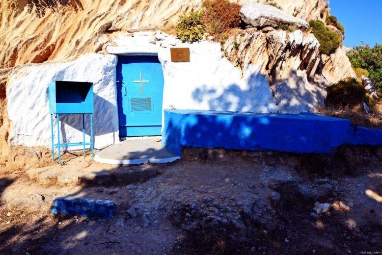 piccola cappella di Sant'Agata, nella spiaggia di Agathi