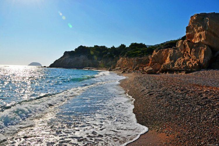 8 spiagge imperdibili sull'isola di Rodi: la baia di Fourni