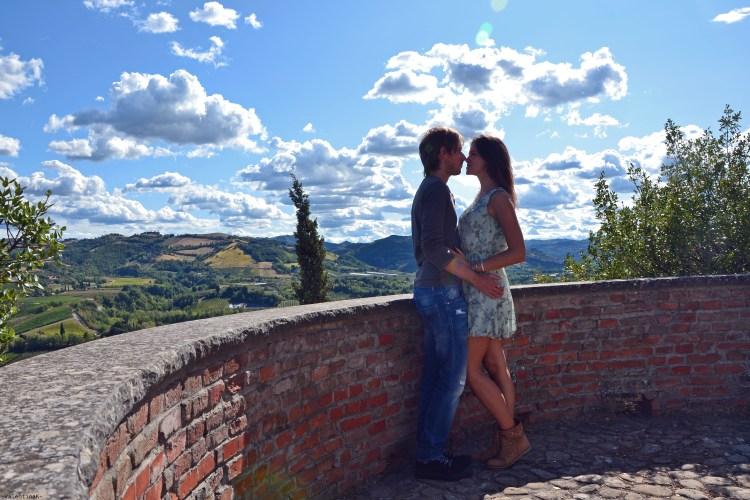 valentina e il suo fidanzato romagnolo in posa a Brisighella
