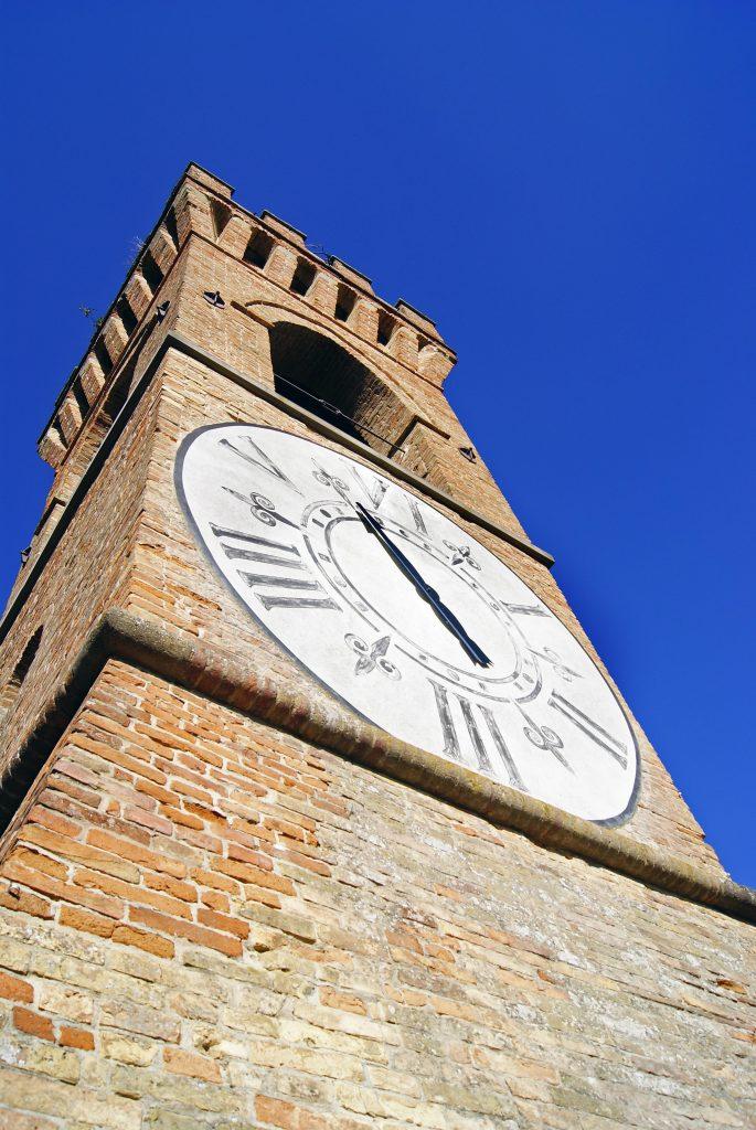 particolare della torre dell'orologio di Brisighella