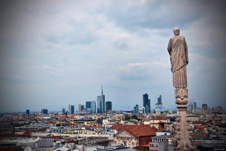 panorama dalle Terrazze del Duomo verso i moderni grattacieli