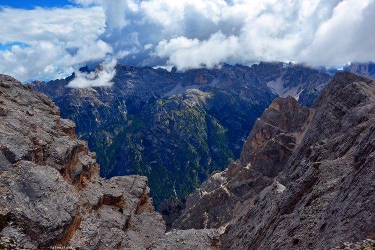 pareti rocciose e nuvole all'anticima del picco di vallandro