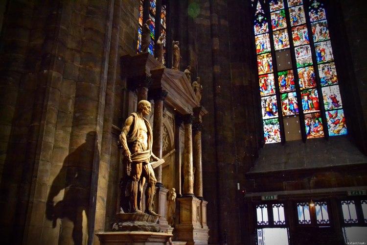 La Statua di San Bartolomeo scorticato nel duomo di milano