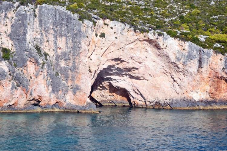 Undici spiagge imperdibili sull'isola di Zacinto: grotta di porto limnionas