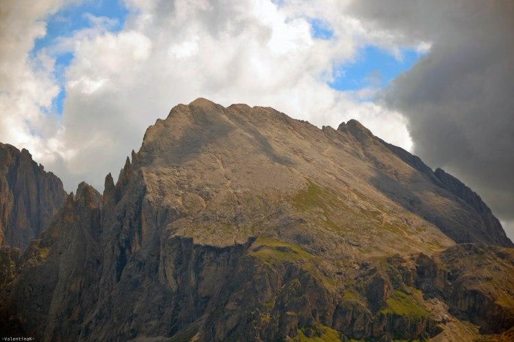 la cima pianeggiante del Sasso piatto, dall'alpe di siusi