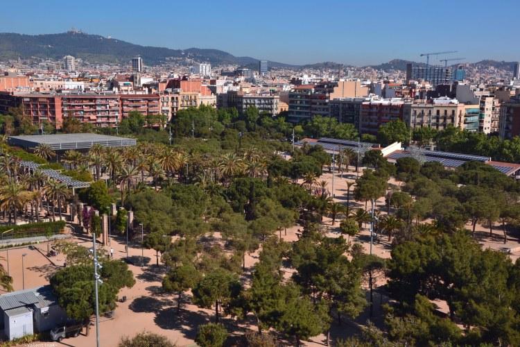 barcellona dall'alto: panorama sul parco joan de mirò