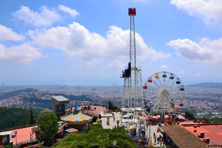 barcellona dall'alto: la ruota e il parco divertimenti del Tibidabo