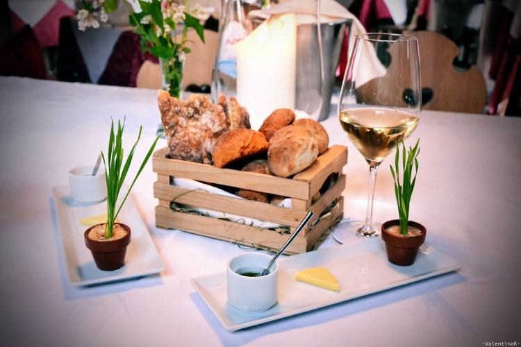 cosa fai a capodanno: Entrèe di pani tipici e selezione di burro e formaggio da anszit zum steinbock