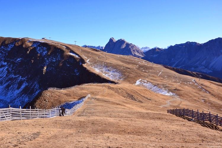 tre splendide escursioni sulla plose: tratto della pista da sci che dal rifugio plose scende verso il comprensorio plose