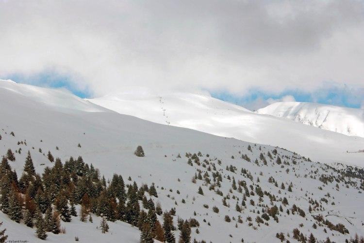 tre splendide escursioni sulla plose: la plose innevata con piste da sci e nuvole basse